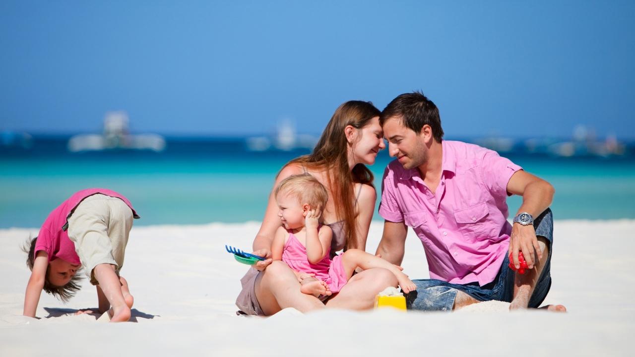 Šeima paplūdimyje
